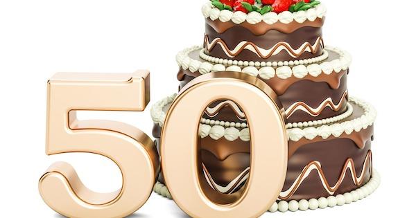 Sprüche zum 50. Geburtstag 🎉 15 lustige & kurze Aphorismen