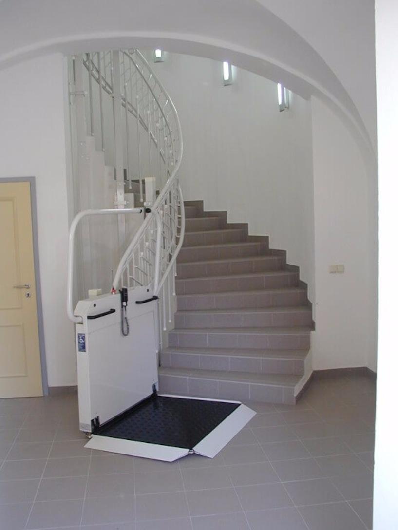 plattformlifte hublifte f r rollstuhlfahrer funktion. Black Bedroom Furniture Sets. Home Design Ideas