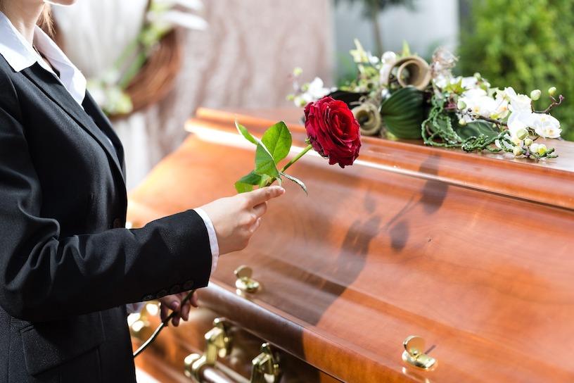 kurze hose bei beerdigung